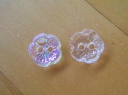 アンティークボタンは専門店で探そう!桜の花の形をしたアンティークボタンの画像