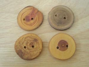 洋服の留め具や飾りなどに使用されるボタンの起源
